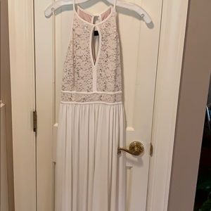 Dresses & Skirts - Adorable long dress . Cream and gold